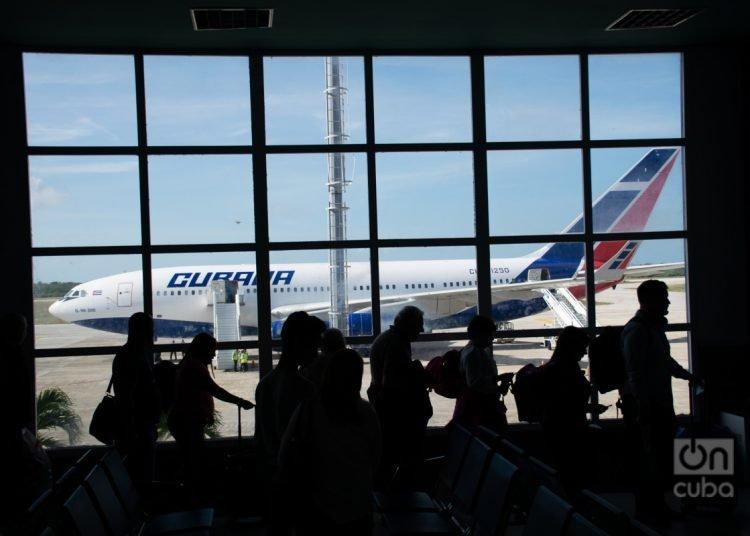 Two of the three humanitarian flights made to date between Cuba and Ecuador were operated by Cubana de Aviación. Photo: Kaloian Santos.