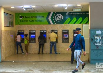 ATMs of the Banco Metropolitano in Havana. Photo: Otmaro Rodríguez.