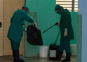 Disinfection work in Camagüey during the COVID-19 pandemic. Photo: Leandro Pérez/Adelante/Archive.