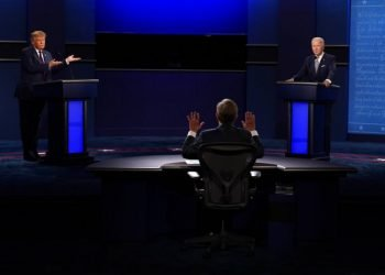 Fox News moderator Chris Wallace, center, gestures during the first presidential debate between President Donald Trump, left, and Democratic nominee former Vice President Joe Biden, Tuesday, Sept. 29, 2020, in Cleveland. Photo: Patrick Semansky/AP.