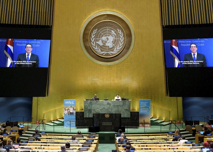Rodríguez Parrilla, on the screens, while speaking at the United Nations General Assembly, in New York, United States. Faced with the COVID-19 pandemic, the 75th General Assembly of the United Nations is being held virtually. Photo: Manuel Elias/UN Photo/EFE/EPA.