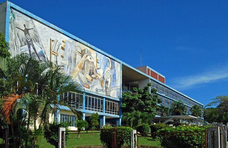 Rectorate building of the Universidad de Oriente, in Santiago de Cuba. Photo: OnCuba archive.