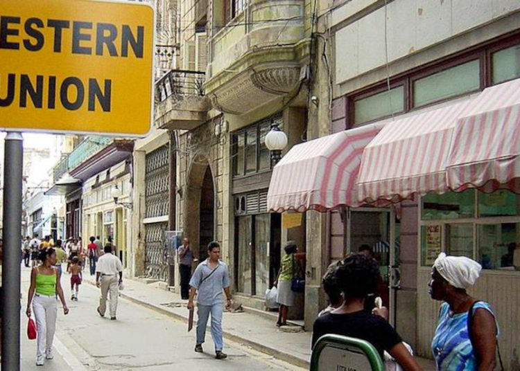 """According to Fincimex, 70% of Western Union's network of payment points on the island is made up of companies included in the list of restricted entities by the Office of Foreign Assets Control (OFAC) of the U.S. Department of the Treasury, """"so even without Fincimex's management as Western Union's representative in Cuba, they would be forced to close,"""" the statement underlines. Photo: Getty Images, via BBC."""