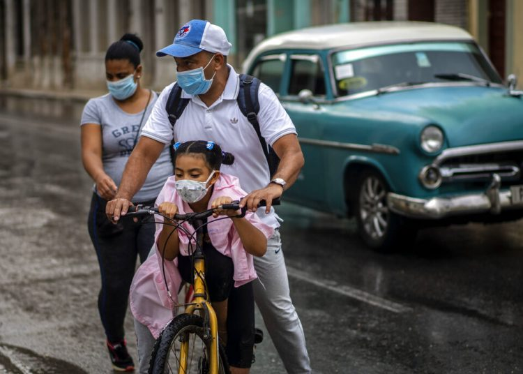 By region, the patients were detected in four territories: Pinar del Río, Havana, Sancti Spíritus and Ciego de Ávila. Photo: Ramón Espinosa/AP.