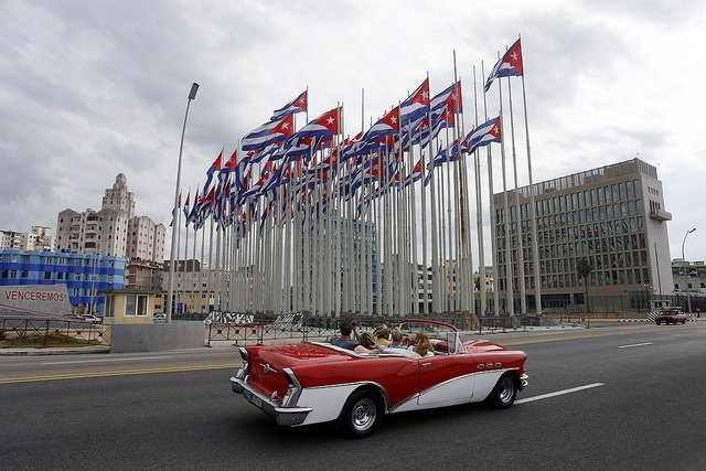 Cuban flags fly from the so-called anti-imperialist tribune, in front of the building of the United States embassy in Havana. Photo: Jorge Luis Baños/IPS Archive.