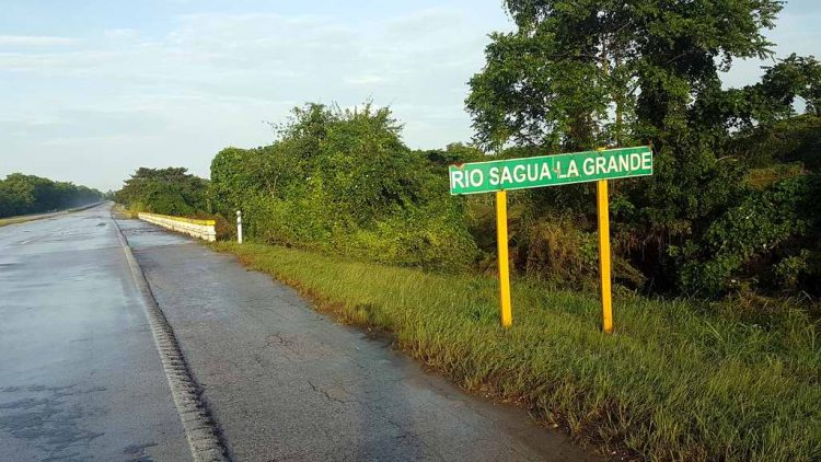 Section of the Cuban National Thruway in the vicinity of Sagua La Grande River. Photo: radiocubana.cu