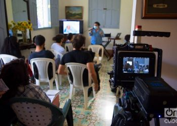 Audiovisual Varentierra coworking workshop, organized by the WajirosFilms production company at its headquarters in Havana, with young Cuban filmmakers. Photo: Otmaro Rodríguez.