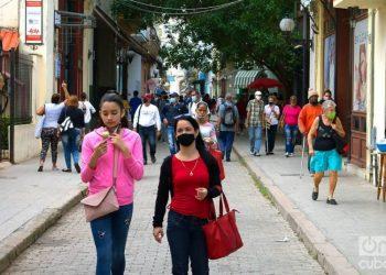 People on a street in Havana, on December 1, 2020. Photo: Otmaro Rodríguez.