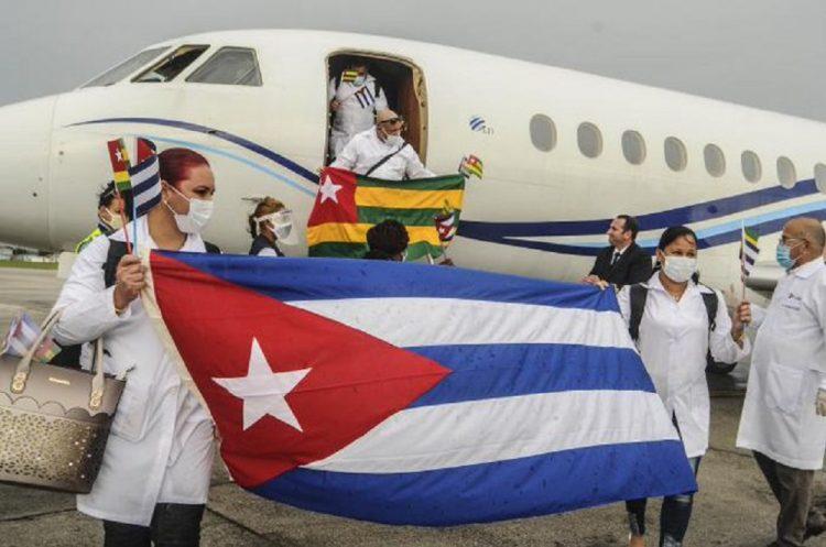 Cuban doctors who fought the coronavirus pandemic in Togo. Photo: CubaMINREX/Twitter.