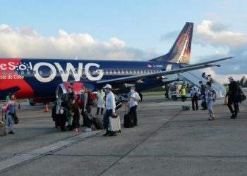 Arrival of the inaugural flight of Hola Sun and Caribe Sol tour operators with the airline OWG, from Canada, at Abel Santamaría International Airport, in Santa Clara, in central Cuba, on December 18, 2020. Photo: Arelys María Echevarría/ACN.