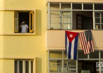 Building adjacent to the U.S. embassy in Havana, photo taken on the day of the inauguration ceremony on August 14, 2015. Photo: Alain Gutiérrez