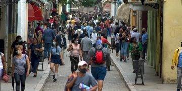 People on Obispo Street, in Havana, during the outbreak of COVID-19 in January 2021. Photo: Otmaro Rodríguez.