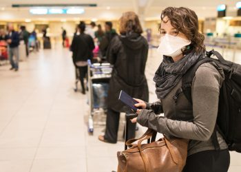 The use of masks continues to be mandatory during travel by Americans, even those who have been fully vaccinated against COVID-19. Photo: Cedars Sinai/Archive.