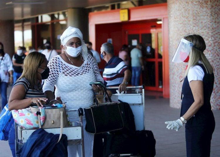 Reisende auf den Flughafen Havannna | Bildquelle: https://t1p.de/4vh4 © Yander Zamora/EFE | Bilder sind in der Regel urheberrechtlich geschützt