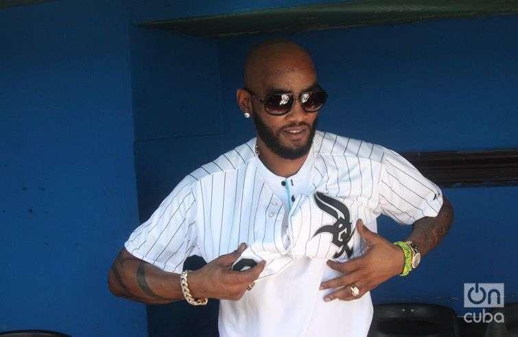 Alexei Ramírez, en Cuba durante la visita de un grupo de jugadores y directivos de la Major League Baseball (MLB) en diciembre pasado. Foto: Roberto Ruiz
