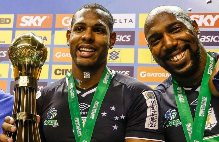 Leal (i) y Simón han sumado trofeos en Brasil. Foto: Globoesporte.