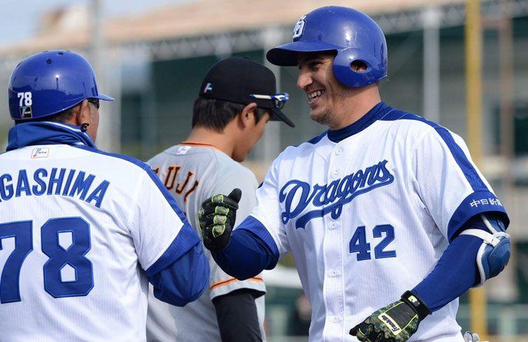 Alexander Guerrero (derecha) tuvo una temporada consagratoria en Japón. Foto: Béisboljaponés.com.