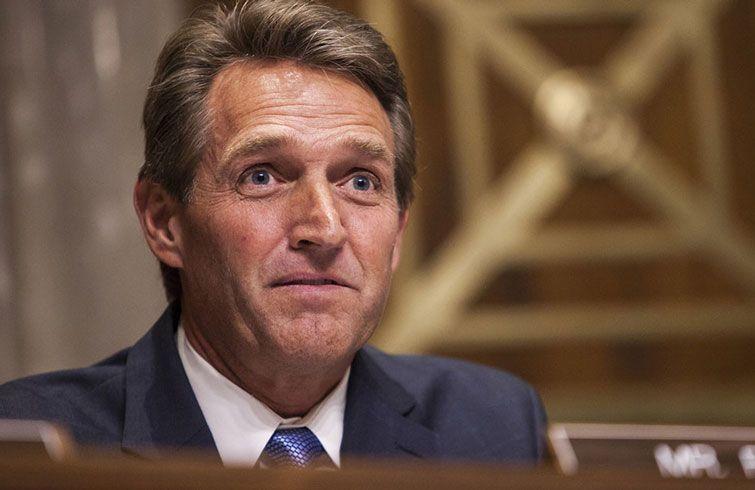 El Senador republicano por Arizona Jeff Falke fue uno de los primeros en oponerse a la política de la administración Trump hacia Cuba. Foto: politico.com.