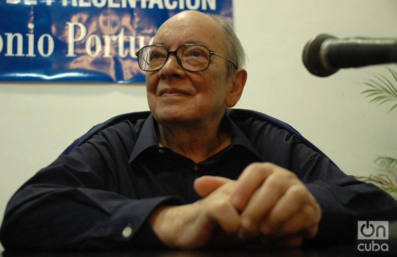 Alfredo Guevara en la sala José Antonio Portuondo de la Cabaña. Foto: Kaloian.