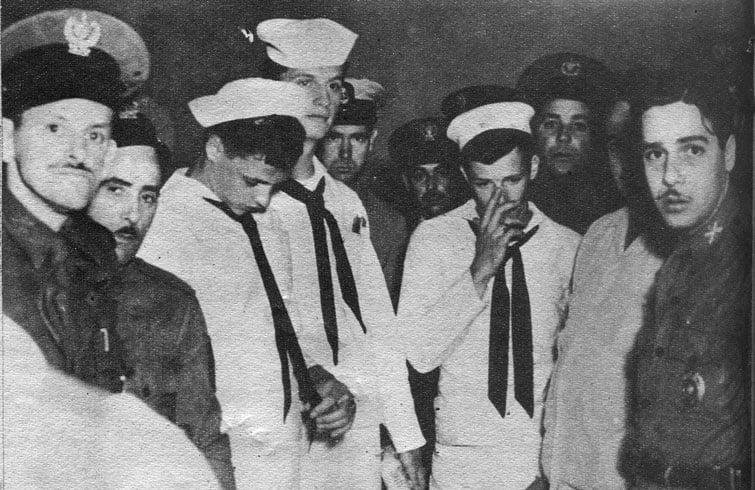 """Los """"graciosos"""" marines en la Tercera Estación de la policía. Foto: Bohemia."""