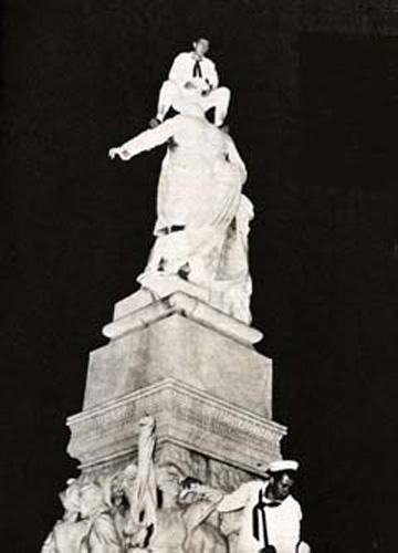 One of Chaviano's famous photos: Photo: El Caimán Barbudo.