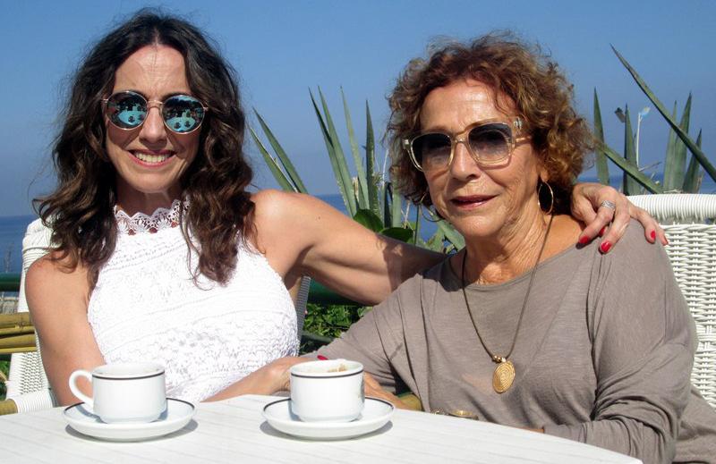 Tahimí junto a su madre, la actriz Coralia Veloz. Foto: Sundred Suzarte.