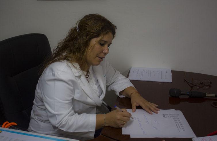 La Dr. Anabely Estévez ha tratado a enfermos estadounidenses de cáncer en La Pradera. Foto: Desmond Boylan / PRI.