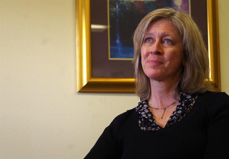La documentalista estadounidense Robin Truesdale durante una entrevista con Efe en Denver, Colorado. Foto: Francisco Miraval / EFE.