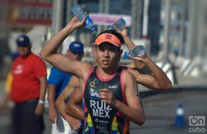 El consumo de agua ayuda con las altas temperaturas. Foto: Otmaro Rodríguez.