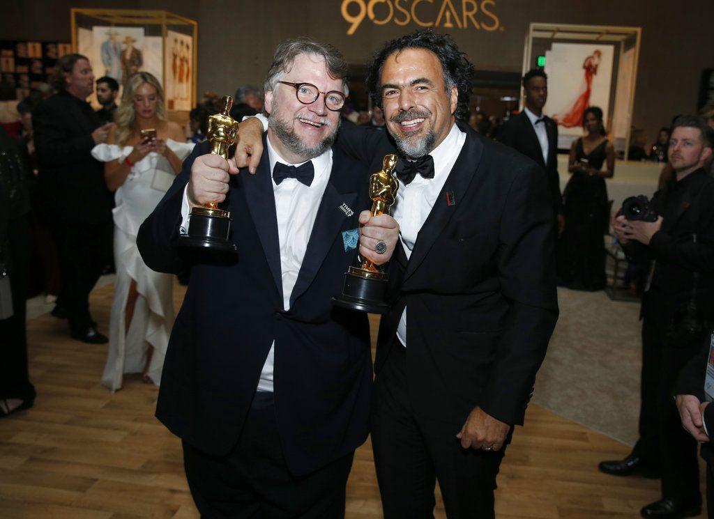 Guillermo del Toro, a la izquierda, y Alejandro González Iñárritu Foto: Eric Jamison/Invision/AP.