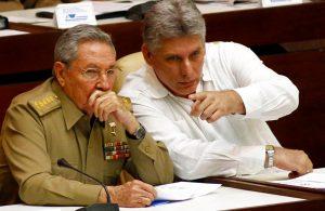 Raúl Castro (izquierda), y el vicepresidente, Miguel Díaz-Canel Bermúdez, en la apertura de las sesiones legislativas de la Asamblea Nacional, en La Habana. Foto: Ismael Francisco / Cubadebate / AP.