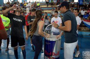 Después de los partidos, Red Bull ofreció su bebida a los deportistas: Foto: Otmaro Rodríguez.