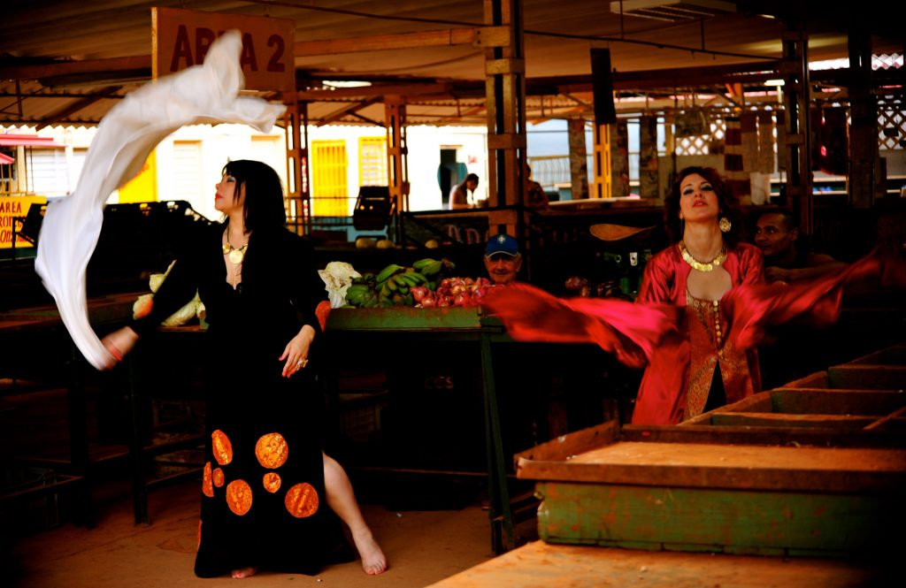 Gretel S. Llabre, por la parte cubana, y su maestra Tiffany Madera desde EE.UU., coordinan el II Encuentro de danza y música del Medio Oriente. Foto: Cortesía de Gretel S. Llabre.