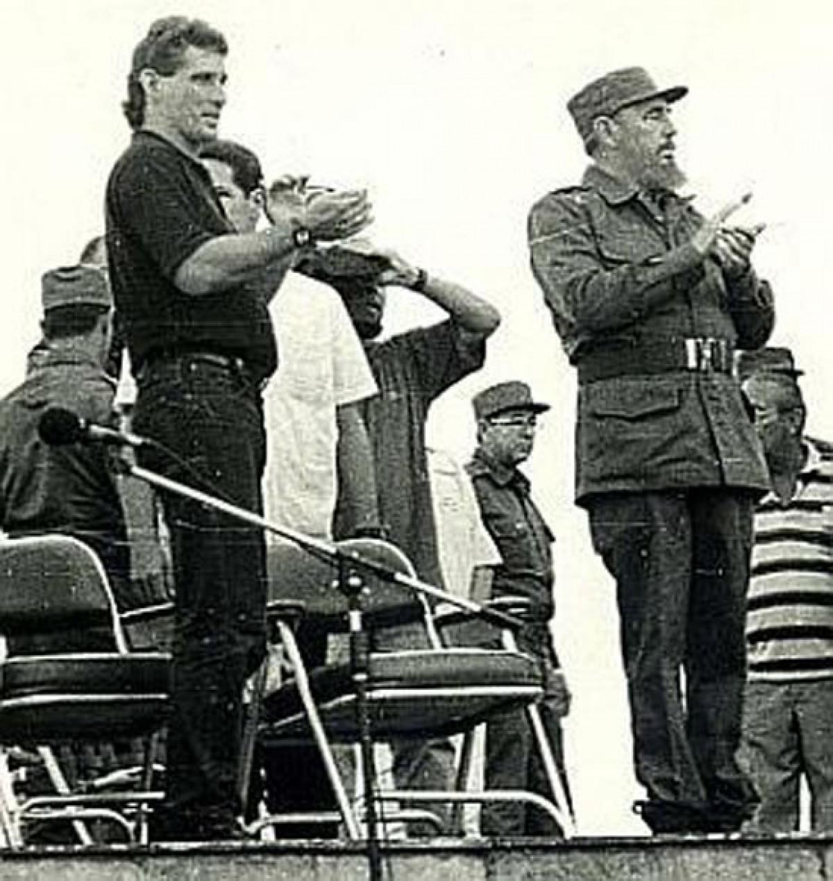 Fidel Castro y Miguel Díaz-Canel, primer secretario del Partido en Villa Clara, en la Plaza de la Revolución Ernesto Guevara, el 30 de septiembre de 1996. Foto: Vanguardia.