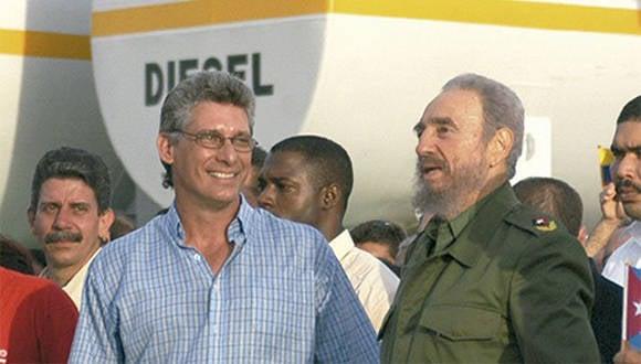 Junto a Fidel Castro en Holguín. Foto: Ahora.