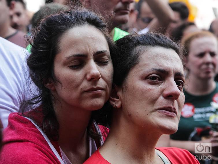 Entre lágrimas y gargantas roncas. Foto: Nicolás Cabrera.