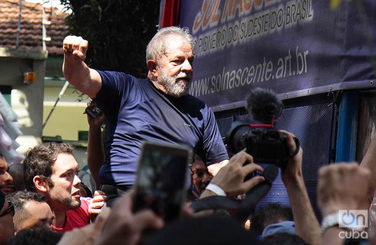 La orden judicial obligaba a Lula a comparecer ante la justicia hasta el día viernes 6 de abril a las 17 horas en la ciudad de Curitiba, pero él lo hizo a su tiempo y a su forma. Foto: Nicolás Cabrera.