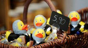 Patos de goma que homenajean a Carlos Marx. Foto: economiahoy.mx.