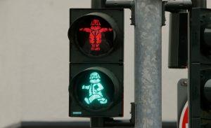 La figura de Marx también está en los semáfaros peatonales. Foto: economiahoy.mx.