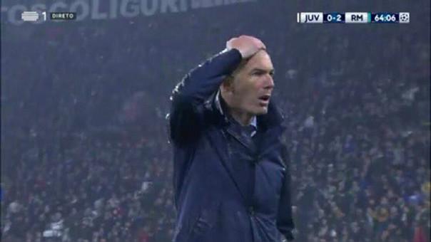 Zinadine Zidane se lleva la mano a a la cabeza. Foto: rpp.pe