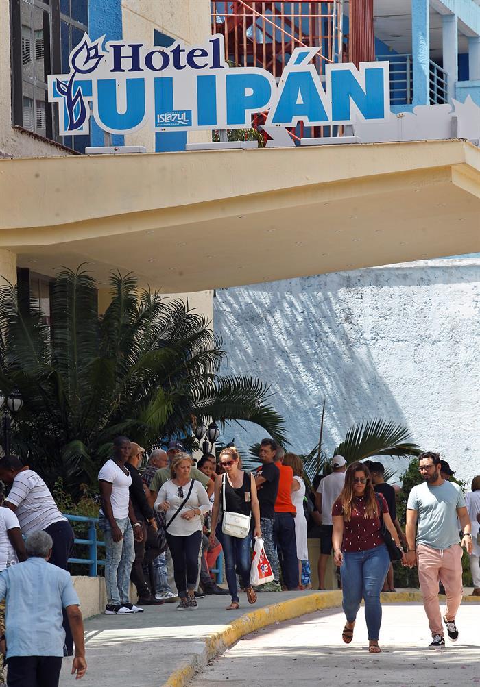 Hotel Tulipán, donde se encuentran familiares y allegados de las víctimas. Foto: EFE.