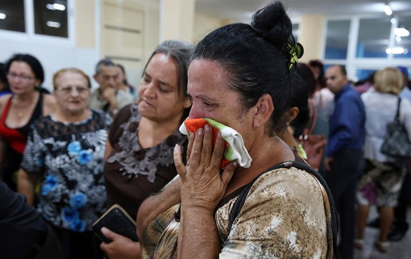 The mourning of the families. Photo: EFE.