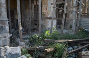 Bajos del edificio de Zulueta. Foto: Otmaro Rodríguez.