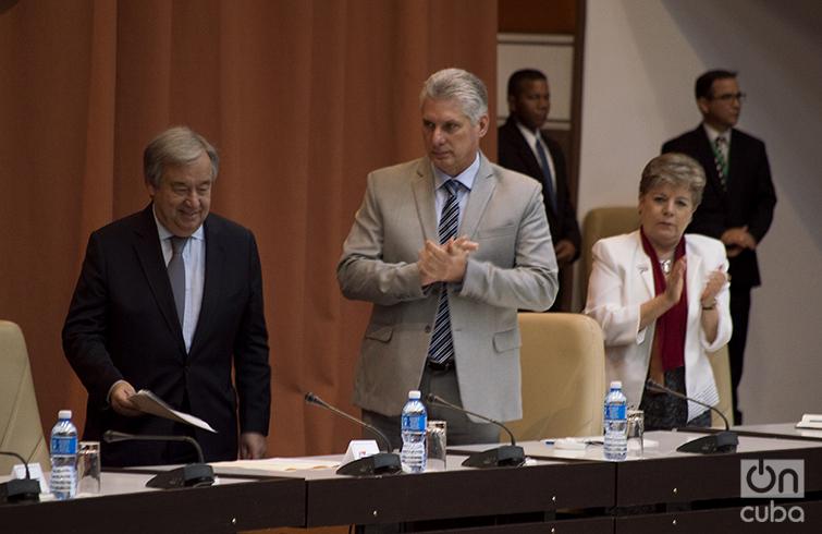 El Secretario General de la ONU, Antonio Guterres (izq), junto al presidente cubano Miguel Díaz-Canel y Alicia Bárcena, Secretaria Ejecutiva de la Cepal, en el Palacio de las Convenciones de La Habana. Foto: Otmaro Rodríguez.