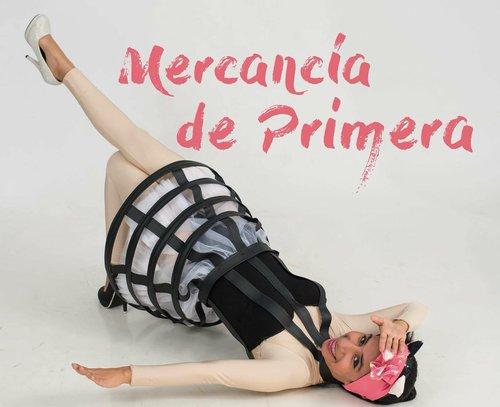 """Cartel de la obra """"Mercancía de primera"""", de Ana Jacobo y Margarita López (Guatemala)."""