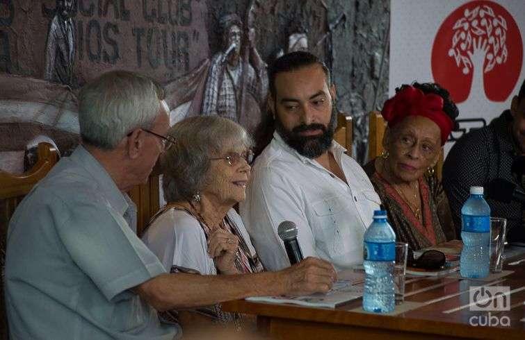 """De izquierda a derecha, Eusebio Leal, Marta Valdéz, Alain Pérez y Omara Portuondo, en la presentación del disco """"Omara siempre"""". Foto: Otmaro Rodríguez."""