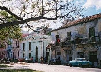viejas casas, viejos carros.../Foto: Internet