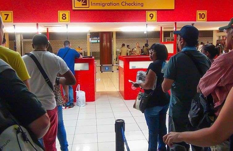 Inmigración en el en el Aeropuerto Internacional José Martí de La Habana