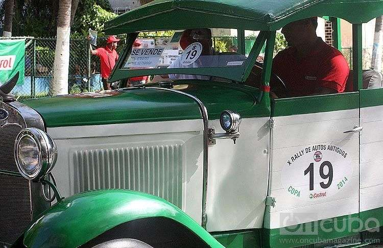 Vintage cars like this one competed in the Rally. The condition of the oldest car went to a Ford from 1927 / Image: Jhonah Díaz González.