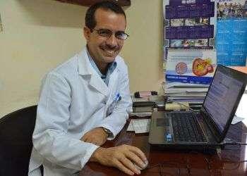 Oscar Villa Jiménez, creador de la primera aplicación cubana sobre salud sobre salud para el sistema Android / Foto: Cortesía del autor.